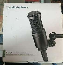 Se vende micrófono profesional con su respectiva unidad de Phantom, poco uso