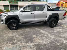 Toyota Hilux 2.7 4x4 version off-road