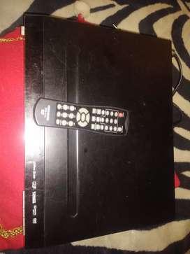 Un DVD con su control