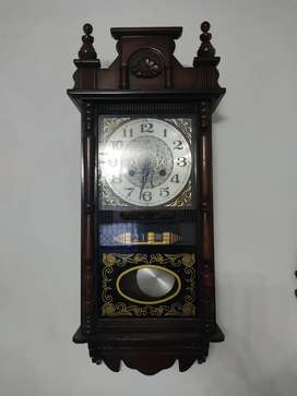 Reloj de péndulo marca BARAK.