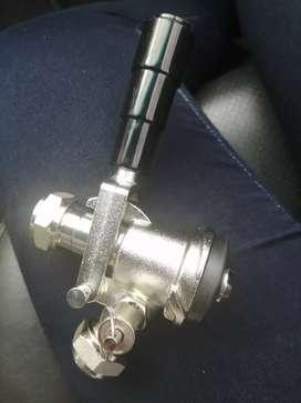 Conector pinchador para barril