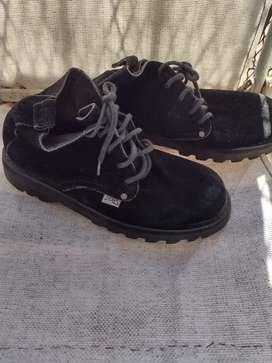Vendo zapatos de hombre de  gamuza