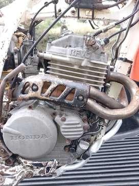 Vendo o permuto Motor Honda  XR 250R Japones no tornado
