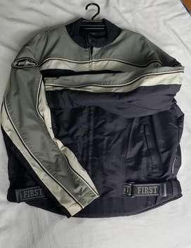 Vendo chaqueta motera nueva