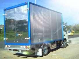Acarreos diferentes tamaños de camiones trasteos