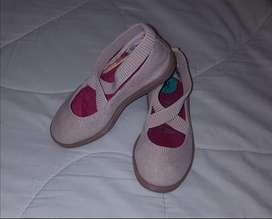 Vendo zapatillas Beige Nuevas