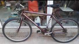 Vdo.x no usar bicicleta rodado 26, con cambios., marca SANSON, color borgoña