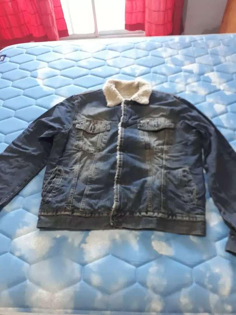 Vendo campera de jeans con corderito de hombre en buen estado, talle. L 0