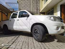 Toyota Hilux 2.7 doble cabina flamante