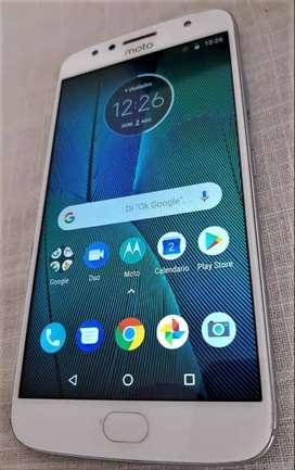 Motorola G5s PLUS 2017 Libre con cargador original y funda