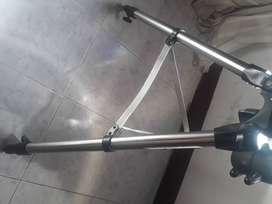 Telescopio reflector celestron Apertura de  130mm Largo focal de 650 mm Ocular de 20mm (33X)  Trípode robusto
