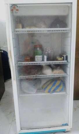 Refrigeradora Marca Indurama en buen estado.