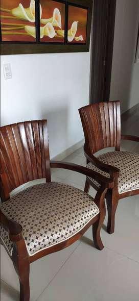 Vendo sillas cucharita en madera (2 und)