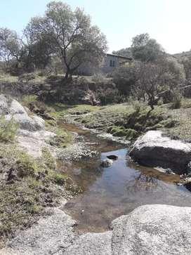 Csa en Calmayo 3 terrenos 1800 mts. Rodeados por un arroyo
