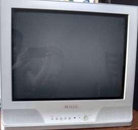 Televisor Samsung CRT de 21 pulgadas, pantalla plana en optimo estado, con Control Remoto Universal incluido