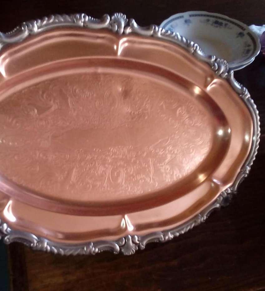 Bandeja labrada de cobre y baño de plata 0