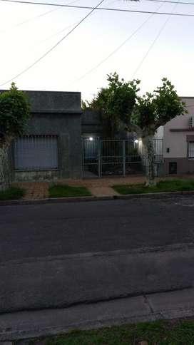 Casa en venta 3 dormitorios cochera fondo libre San Andres