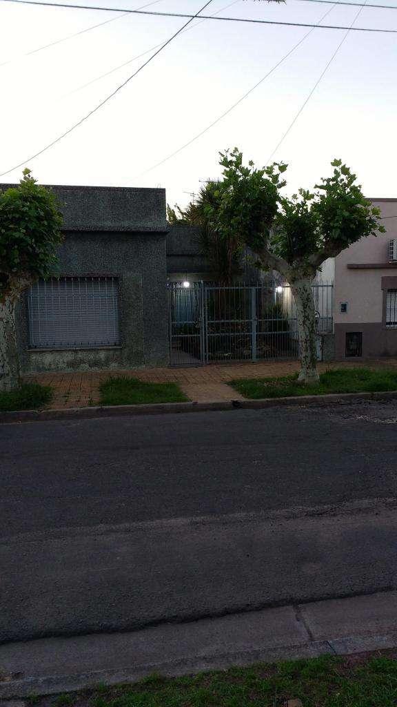 Casa en venta 3 dormitorios cochera fondo libre San Andres 0