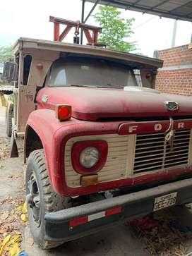 Ford, camión plataforma usado, carrocería de lata y madera, precio negociable