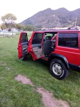 Vendo Jeep Cherokee Laredo modelo 96 en perfecto estado
