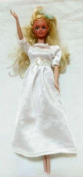 Muñeca Con Vestido blanco
