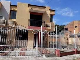 Arriendo Casa de dos pisos con terreno amplio