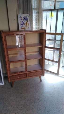 Remato biblioteca de buena madera