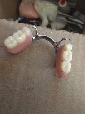 Se hacen dentaduras protesis parciales,totales, retenedores,ferulas de blanqueamiento