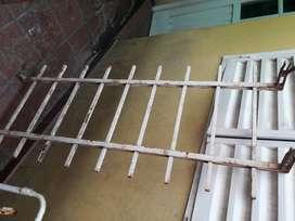 Reja blanca ideal ventana. Reforzada. Muy buen hierro.