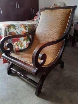 Vendo silla de madera  hermosa