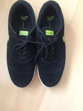Zapatillas Nike de Gamuza Buen Estado
