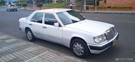Mercedes Benz 220E