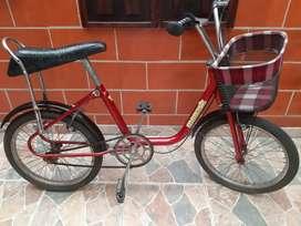 Bicicleta Monareta clásica con papales
