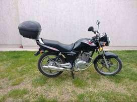 VENDO Suzuki EN 125 2A (2013). 21500 km. EXCELENTE ESTADO! Única mano.