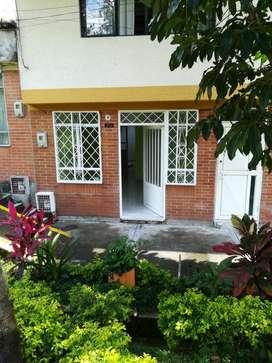 Se arrienda apartamento en 1 piso en el barrio fuente de los Rosales 2