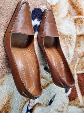 Zapato de cuero talla 36