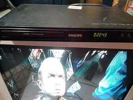Se vende tv con dvd.  200 s/