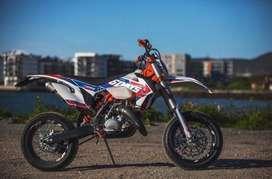 Motocicleta KTM