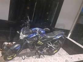 Se vende moto con todos los papeles al dia.