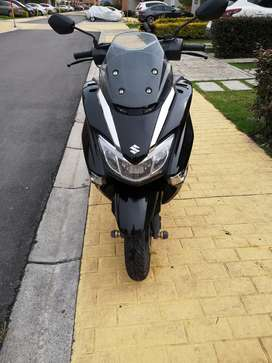 VENDO hermosa moto scooter SUZUKI BURGMAN