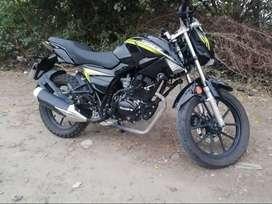 se vende moto Tundra color negro