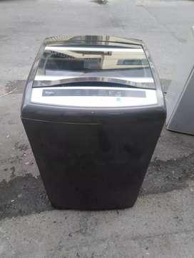 Hermosa lavadora whirlpool de 28 libras