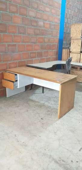 Hermoso escritorio en madera original