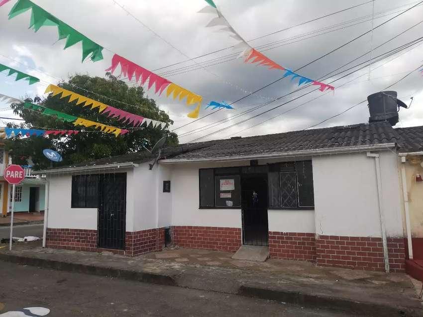 Casa en venta esquinera barrio Santa helena 3 apartamentos 0