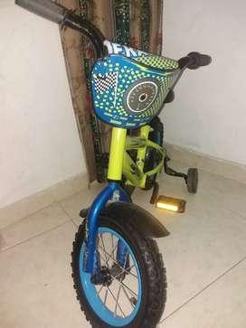 """Vendo bicicleta infantil marca fratta 12"""" con1 año de compra"""