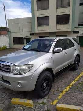 De oportunidad vendo Toyota fortuner año 2011
