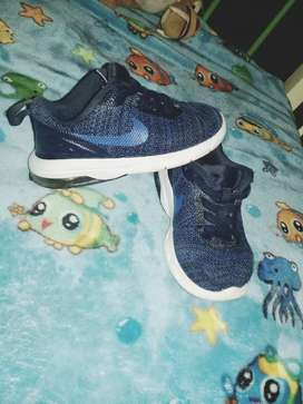 Zapatillas Nike y Topper