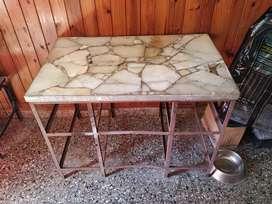Mesa fierro y marmol