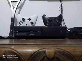 Vendo o permuto Xbox one de 500 gigas en perfecto estado 2 controles