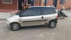 Se vende carro twuingo o se permuta con moto rseguro y cda nuevo rodamiento nuebo